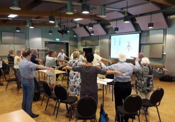 Annie Janssen introduceert haar Basishandboek Koordirectie tijdens de Dirigentenborrel 2018.